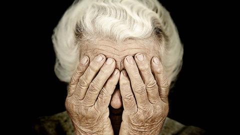 'Zorgmedewerker' besteelt vrouw (93) van sieraden na babbeltruc