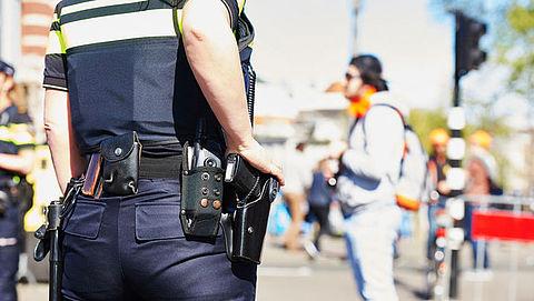 Witwasonderzoek: politie legt beslag op dure auto's en merktassen