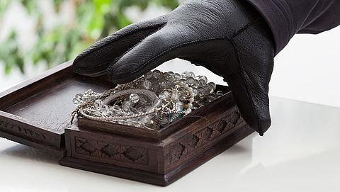 Oplichter aangehouden en gestolen sieraden teruggevonden