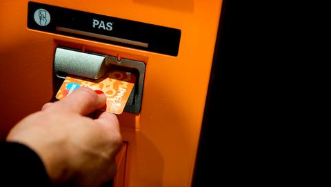 Babbeltruc kost vrouw (88) maar liefst 7000 euro, maar ING vergoedt geen cent: 'Pincode opschrijven is grof nalatig'