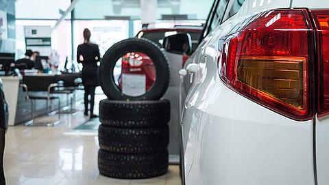 Politie-invallen bij autobedrijven vanwege btw-fraude en witwassen