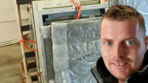 Kozijnenhandelaar Patrick Reekers laat zijn klanten in de kou staan