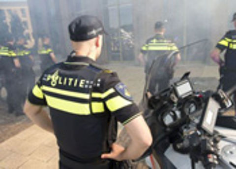 Politie vindt wapens en hennep bij fraudeonderzoek
