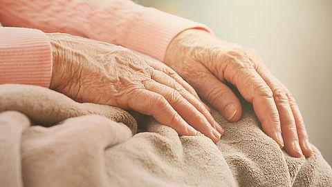 Bejaard echtpaar bestolen van spaargeld na babbeltruc door nepcontroleur