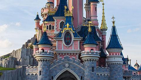 Groep gehandicapten licht Disneyland Parijs op