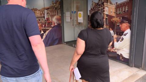 Luwen Croes betaalt privéchauffeur niet en wordt aangehouden door de politie Breda