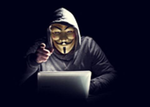 Anonymous richt pijlen op Donald Trump