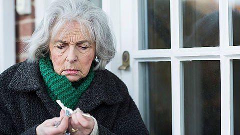 Oplichters richten hun babbeltrucs vaak op ouderen
