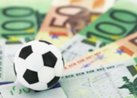 Valse voetbaltenues onderschept bij douane