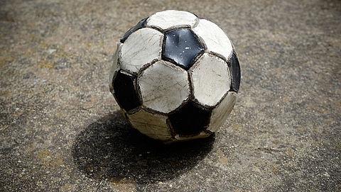 Babbeltruc: bal in de achtertuin