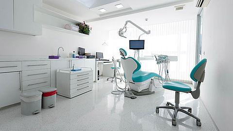 Recordboete voor tandartsgroep die patiënten te veel liet betalen