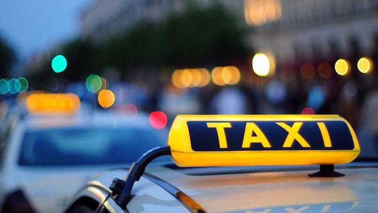 Let op of taxichauffeur overeenkomt met identificatie