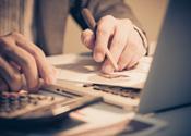 'OM pakt accountant en notaris hard aan'