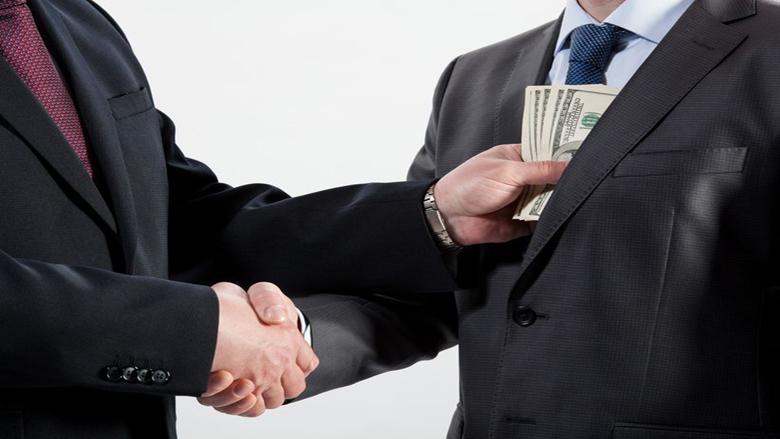 Banken lenen miljarden aan bedrijven beschuldigd van corruptie