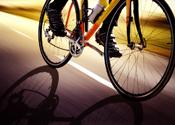 Oud-wielrenner koopt politiechef om met fietsen