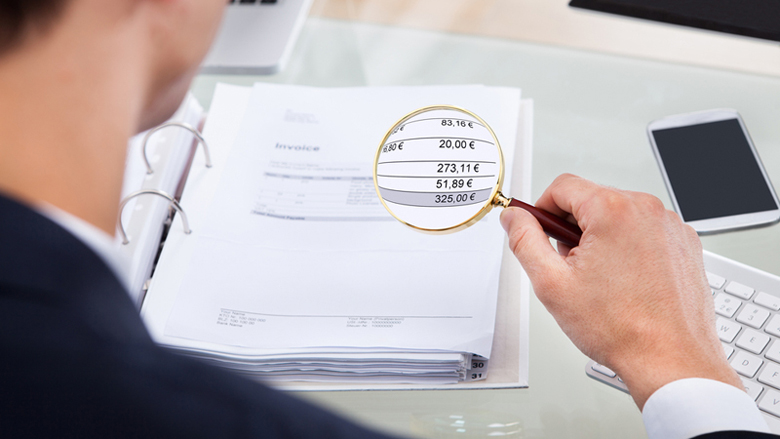 Bedrijven betrokken bij fraude door ambtenaar