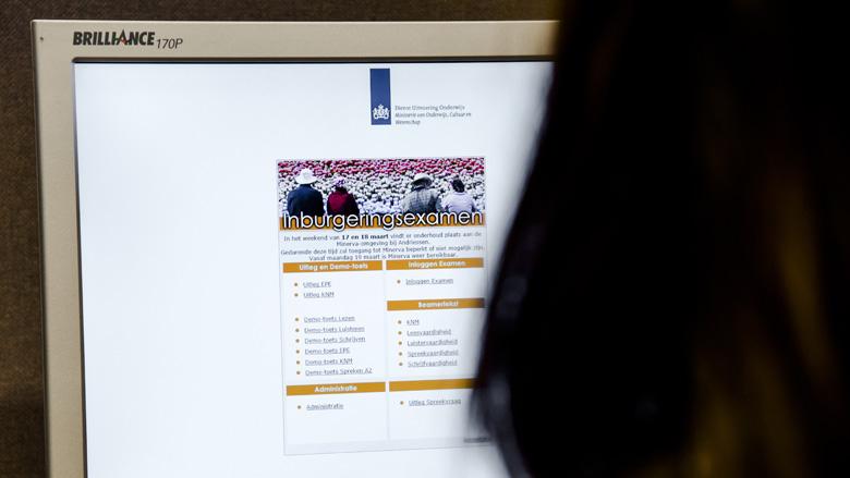 Fraudeverdachte inburgeringsexamens opgepakt