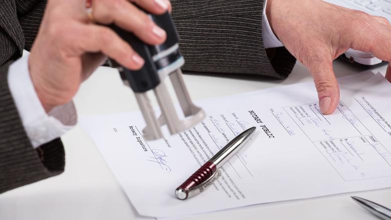 Jaar cel voor sjoemelende ex-notaris