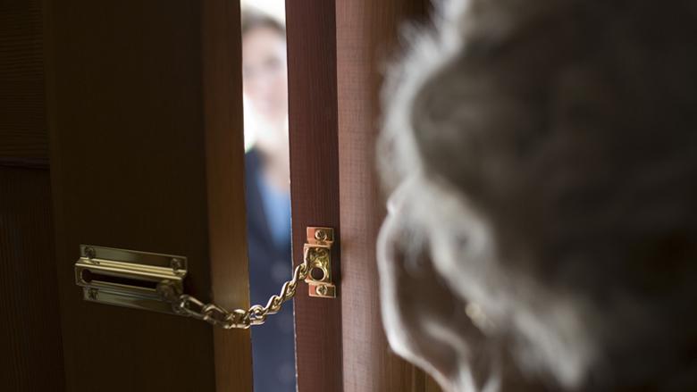 72-jarige man slachtoffer van 'duw'-babbeltruc