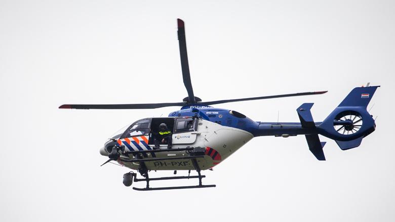 Man duikt plas in op vlucht voor de politie