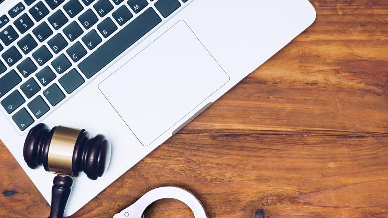 OM eist fikse celstraf voor grootschalige internetoplichting