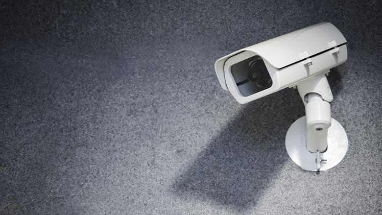 Verborgen camera bij bijstandsfraude verboden