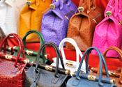 Jongen heeft 1000 nep-merktassen in huis