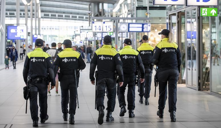 'Aantal ontslagen agenten om lekken informatie bijna verdubbeld'