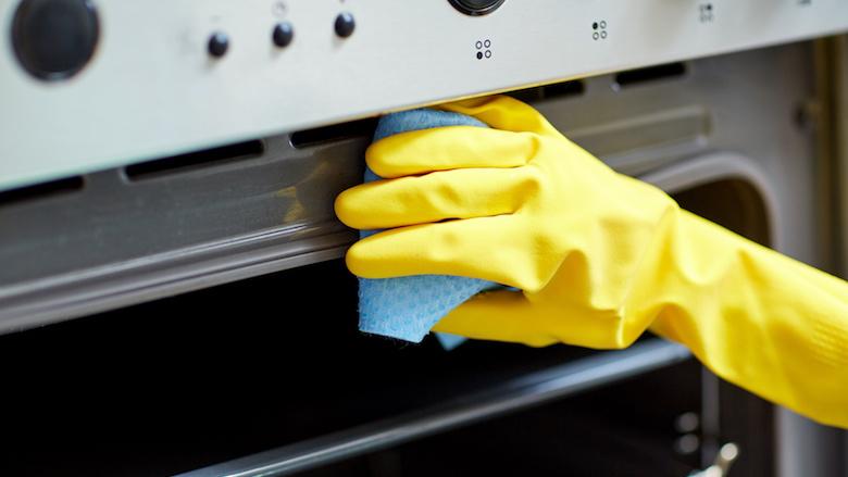 Huishoudelijke hulp opgepakt na oplichting bejaarde man