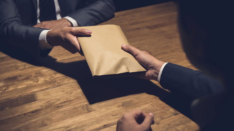 Oud-topman Interpol geeft corruptie toe