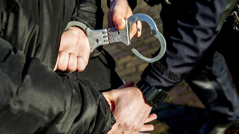 Twee arrestaties wegens oplichting met mondmaskers