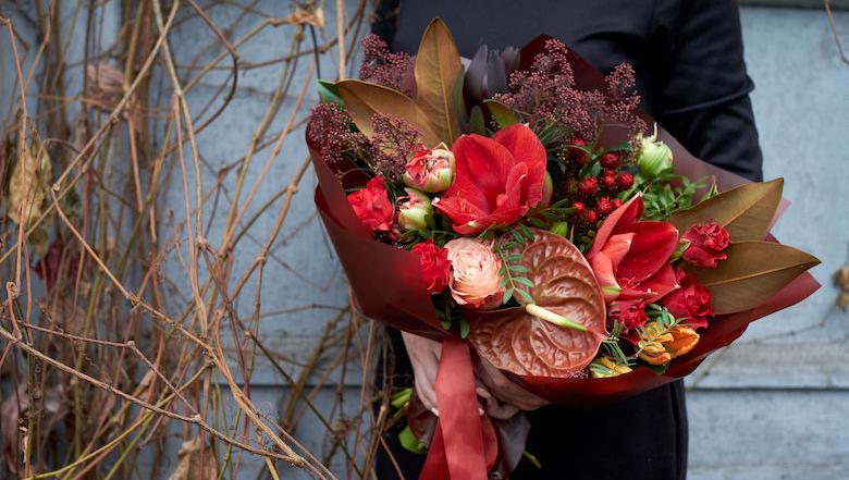 Hoogbejaarde vrouw (91) bestolen van € 1.500,- na babbeltruc met bloemetje