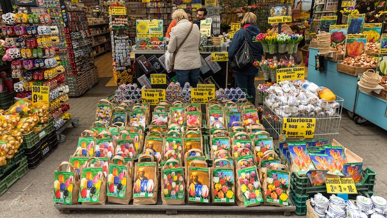 Op de Amsterdamse Bloemenmarkt worden kopers structureel opgelicht met tulpenbollen