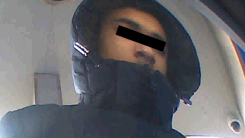 Man (84) bestolen door nepbezorger: politie deelt beelden van verdachte