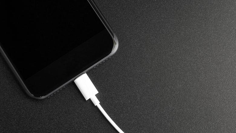 Je telefoon in het openbaar opladen via een USB-poort is geen goed idee
