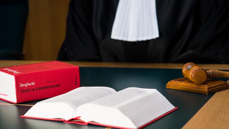 Celstraffen voor ex-ambtenaar en echtgenote wegens structurele oplichting gemeente Amsterdam