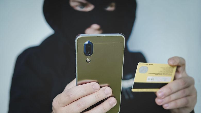 Man uit Waalwijk verliest 12.000 euro door sms-fraude