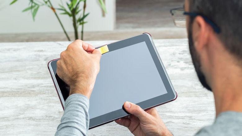 Moet je de webcam in je laptop of tablet afschermen om hackers te weren?