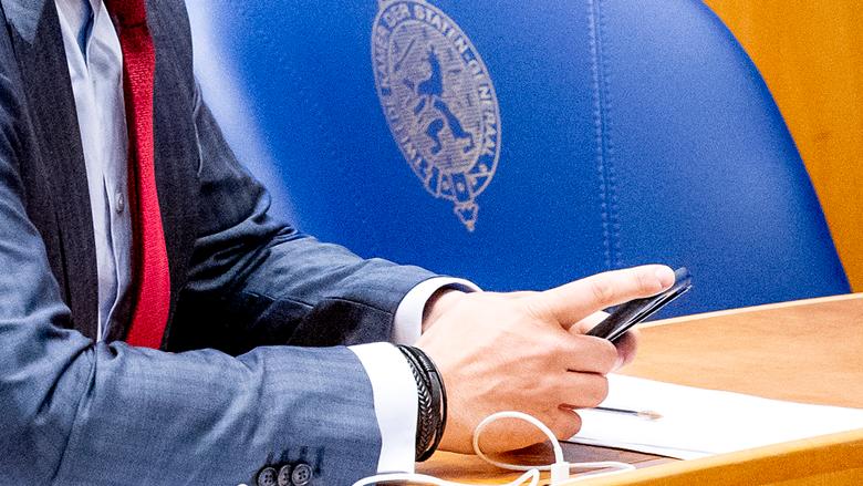 Oplichters nemen WhatsApp-accounts van vijf Kamerleden over